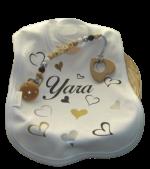 Kraampakket met gepersonaliseerde cadeau's met naam special hearts met speenkoord in mand