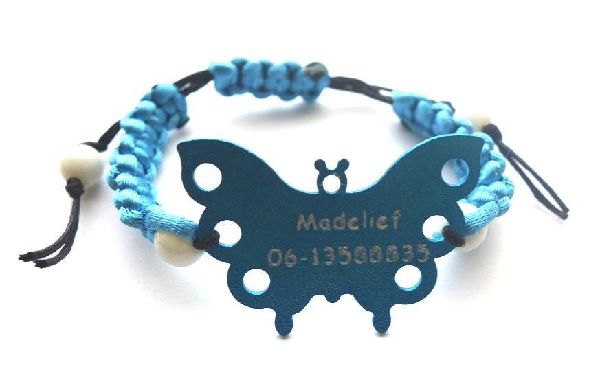 Vlinder armband met naam en telefoonnummer gegraveerd