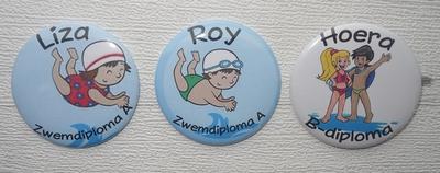 Button zwemdiploma met naam 1 stuk 5 cm verschillende uitvoeringen