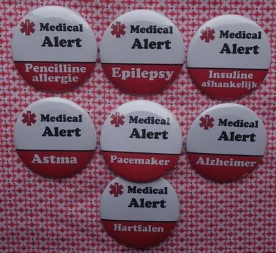 Button Medical Alert per stuk verschillende uitvoeringen of eigen tekst