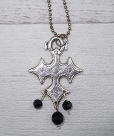 Ketting kruis met kristalen hangers