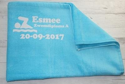 Handdoek zwemdiploma bedrukt met naam en datum verschillende kleuren