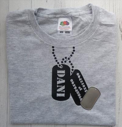 Tshirt dogtags bedrukt met naam en telefoonnummers of andere tekst