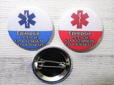 Button medisch 3,8 cm twee uitvoeringen per stuk
