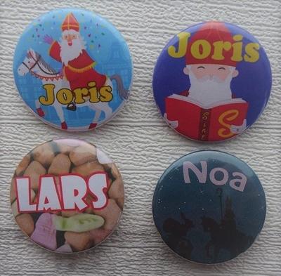 Button met naam model 4 designs per stuk 3,8 cm