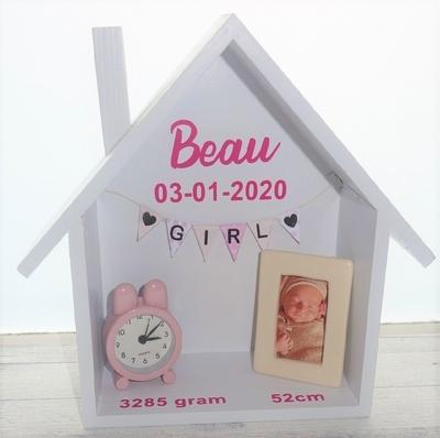 Geboortebord huis 23x18,5 met porseleinen fotolijstje