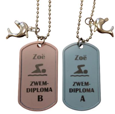Ketting dogtag gegraveerd met naam en zwemdiploma A, B of C zwemmertje